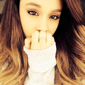 Ariana_Grande_Celebrity_Social_Media_Pics_iUPQ8tpo4xml