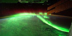 auroras-boreales-y-australes-desde-el-espacio_1280x643_8fbb9509